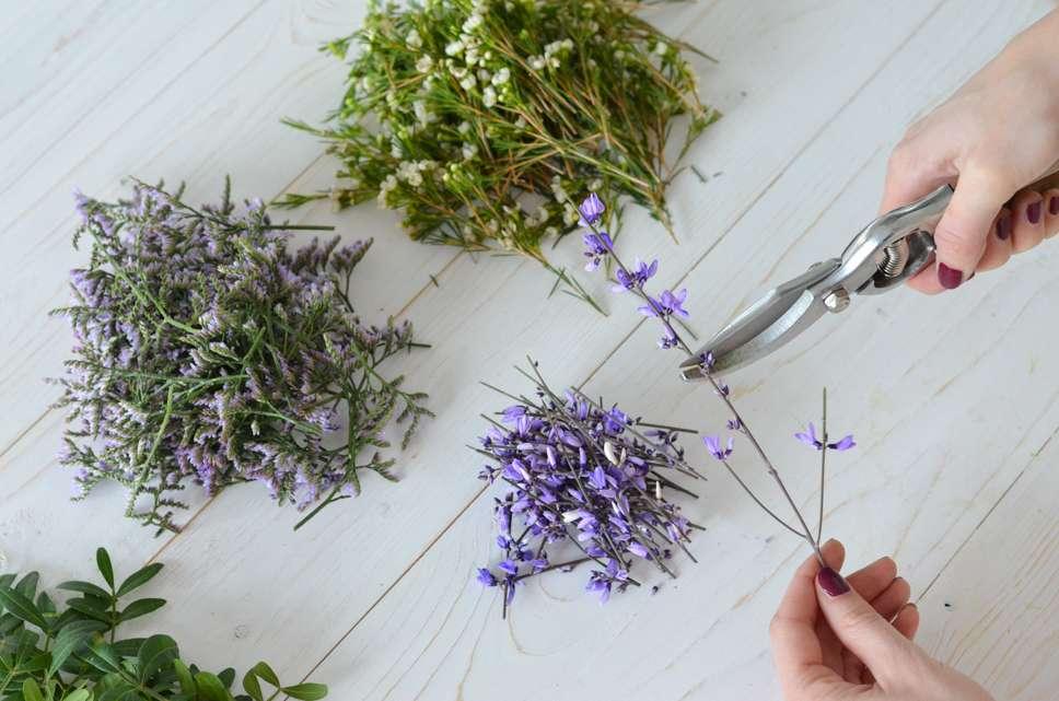 hochzeit in der trendfarbe ultra violett teil 2 haarkranz selber binden blumigo. Black Bedroom Furniture Sets. Home Design Ideas
