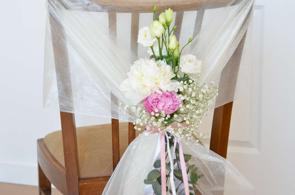 Stuhldekoration Mit Pfingstrosen Selbst Gestalten Rosa Hochzeit