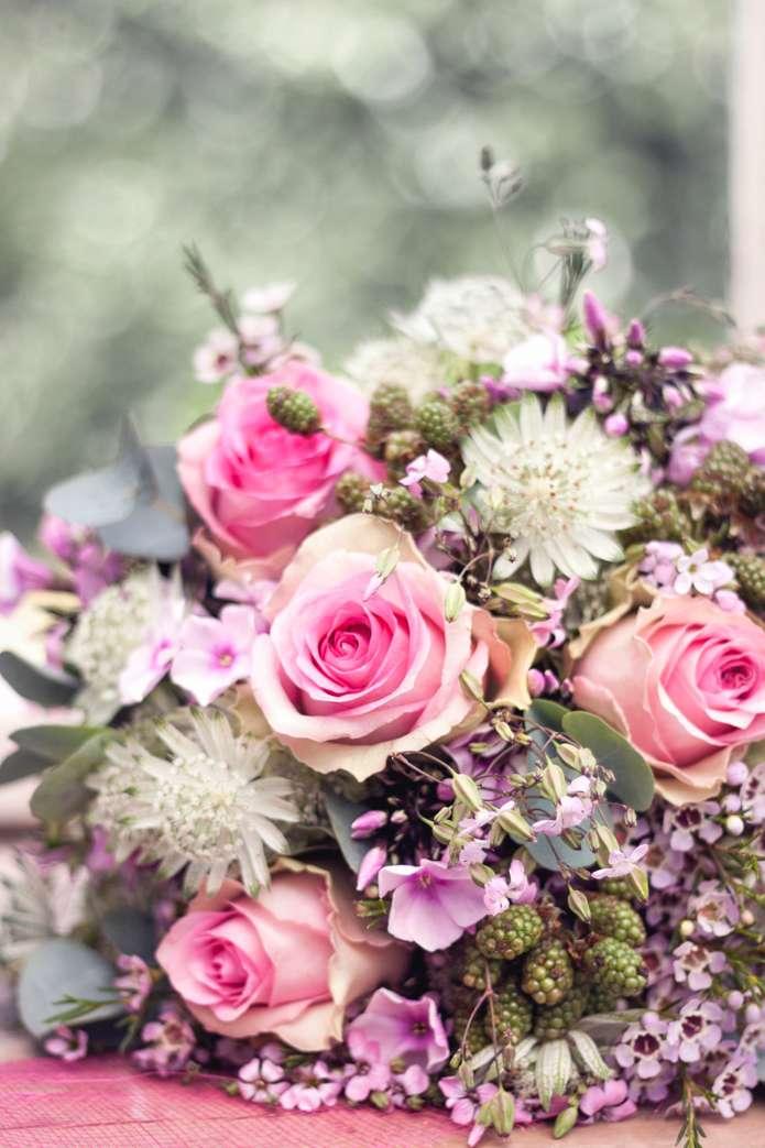 Brautstrauss Inspiration In Rosa Und Weisstonen Mit Sommerlichen