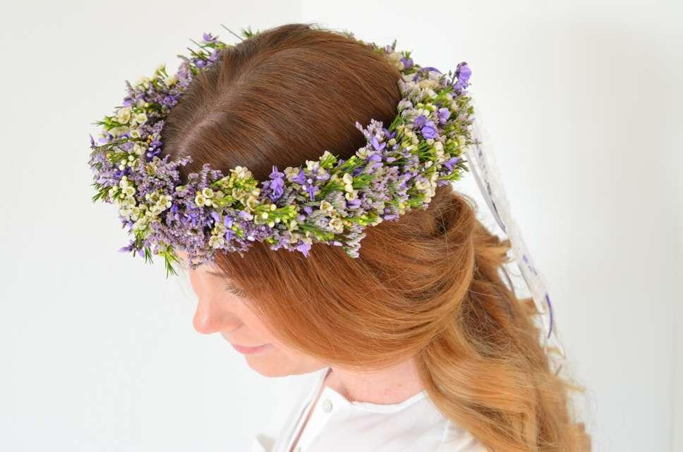 61c72546110c46 Hochzeit in der Trendfarbe Ultra-Violett – Teil 2: Haarkranz selber binden