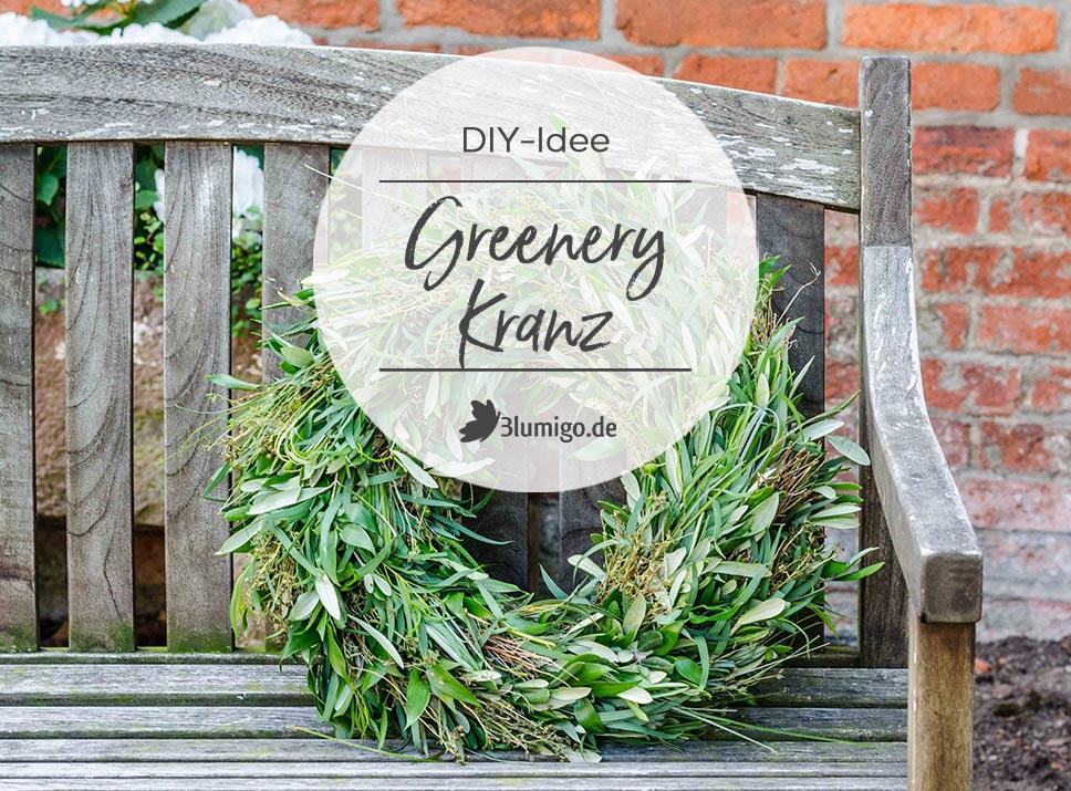 DIY Greenery Kranz auf Holzbank