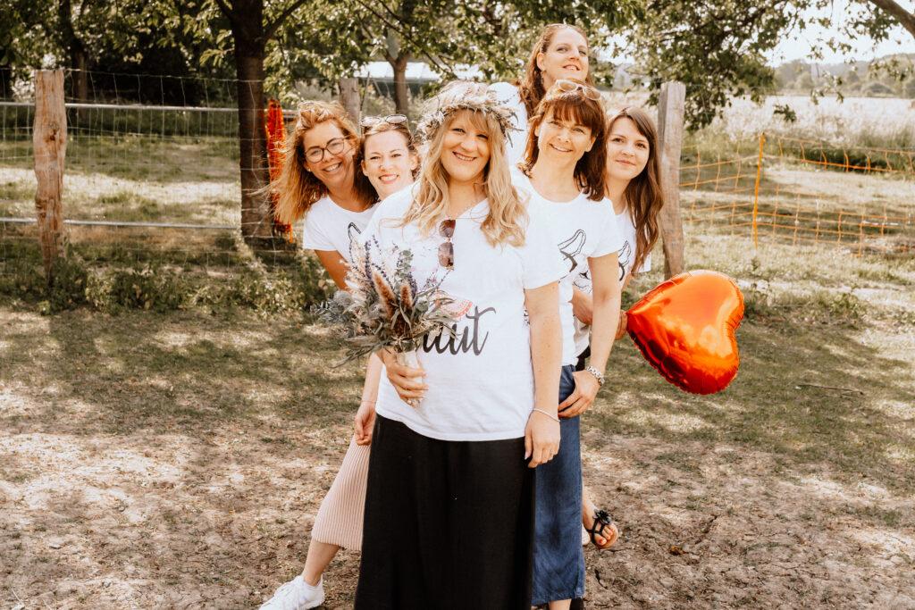 Junggesellinnenabschied Fotoshooting mit Trockenblumen