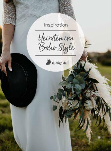 Hochzeit Boho Brautkleid auf grüner Wiese mit Hut und Brautstrauß